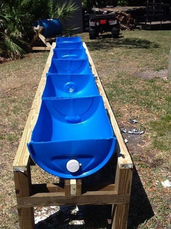استفاده از بشکه بر روی پایه چوبی برای کاشت گیاه