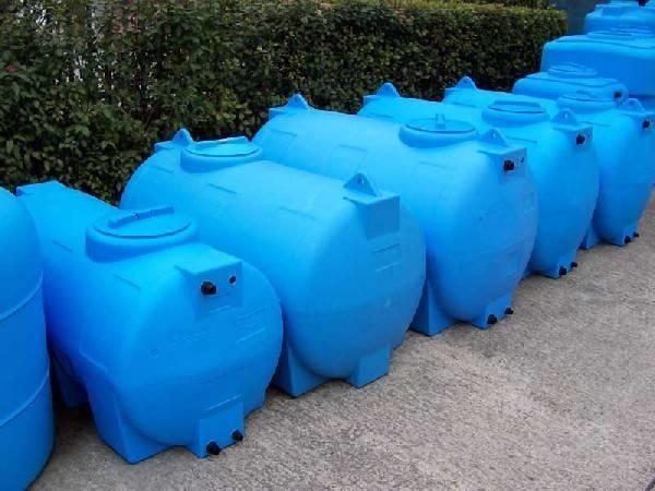 مخازن آب پلی اتیلنی آبی رنگ