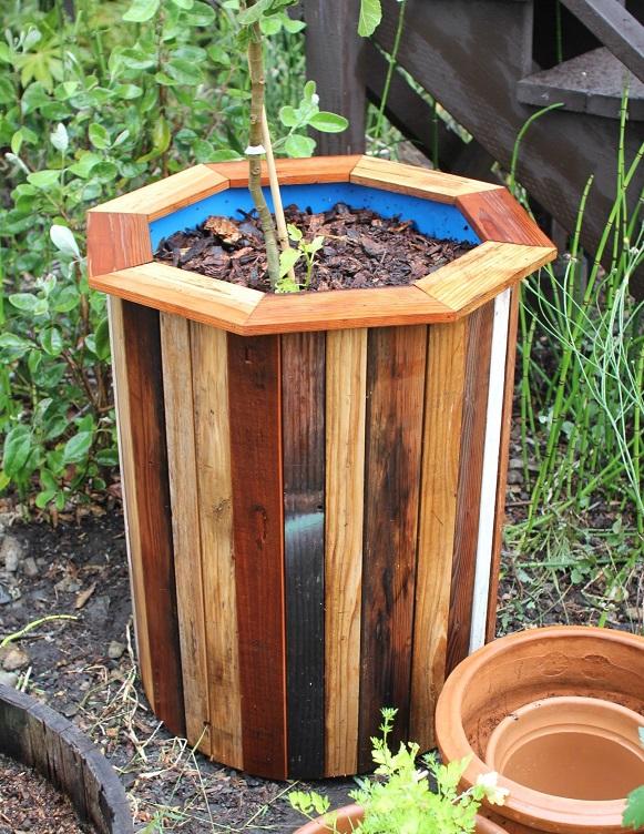 استفاده از بشکه برای ساخت باغچه