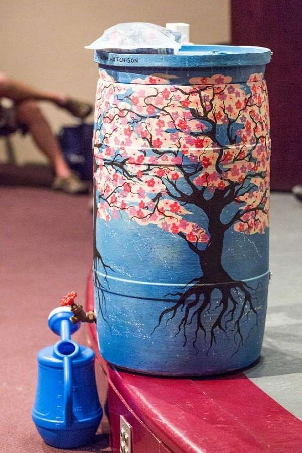 بشکه آب باران نقاشی شده