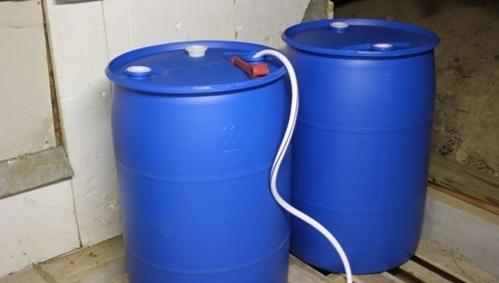 استفاده از آب بشکه پلاستیکی
