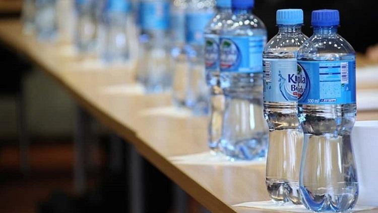 ذخیره آب در بطری های آب
