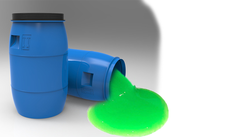 خروج ماده سبز رنگ از بشکه آبی پلاستیکی