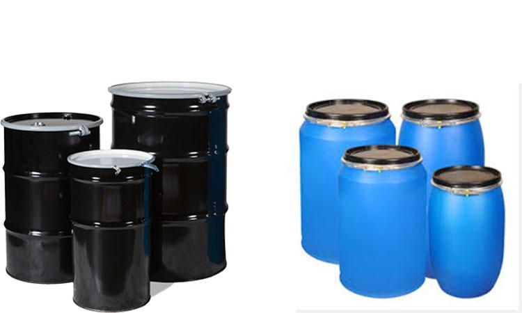 بشکه آبی پلاستیکی و بشکه سیاه فلزی